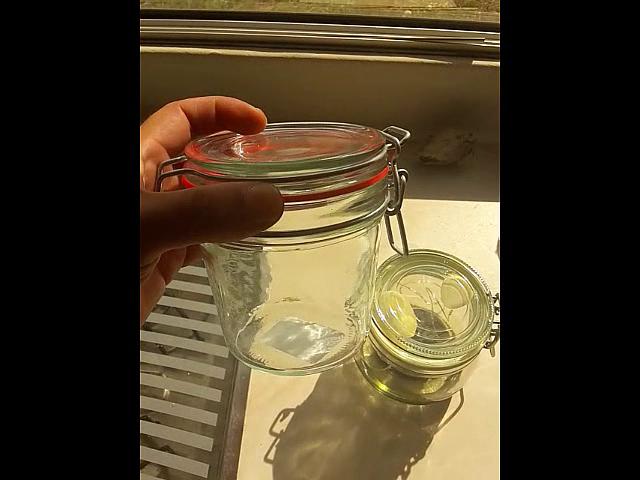 Ein Glas was leider nicht als Poolbeleuchtung geht.